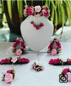 Fulfill a Wedding Tradition with Estate Bridal Jewelry Flower Jewellery For Mehndi, Flower Jewelry, Gold Jewellery, Glass Jewelry, Silver Jewelry, Indian Wedding Jewelry, Bridal Jewelry, Indian Bridal, Bridal Mehndi Dresses