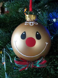 It is winter and Christmas and New Year are coming soon. So, let's bring the winter on your Christmas tree, making interesting diy snowman ornaments. Painted Christmas Ornaments, Handmade Ornaments, Handmade Christmas, Christmas Decorations, Snowman Ornaments, Glitter Ornaments, Christmas Gingerbread, Noel Christmas, Christmas Bulbs