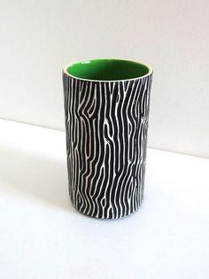 Vase en céramique années 50 vintage vert et motif par BrocAndPop