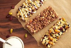 Make tasty, portable treats for your family with our 3 nutritious granola bar recipes. Breakfast Recipes, Snack Recipes, Cooking Recipes, Bar Recipes, Cooking Pasta, Cooking Wine, Cooking Utensils, Delicious Recipes, Dinner Recipes