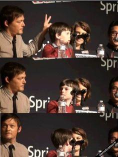 Daryl trolling ! The Walking Dead