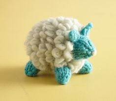 Celebrate the animals who give us wonderful wool with these these fluffy, cuddly sheep. These amigurumi are adorable in Martha Stewart Crafts Roving Wool. Animal Knitting Patterns, Amigurumi Patterns, Crochet Patterns, Crochet Ideas, Yarn Projects, Knitting Projects, Roving Wool, Wool Yarn, Knit Basket