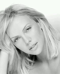 Charlize Theron Digital Paint full view is highly recommended ! completely in Adobe PS full size: 4850 x 6000 refenrence picture: [link] Charlize Theron Digital Paint Black And White Portraits, Black And White Photography, Hollywood, Charlize Theron Oscars, Timeless Beauty, Beautiful Actresses, Celebrity Photos, Pretty Woman, Cool Hairstyles