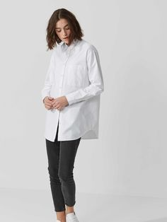 The best of basics, this classic oxford is like an ideal wine: goes with everything and gets better with age (but is also pretty great for here and now).Oversized fitNarrow collarChest pocketLengthened body