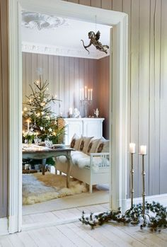 I think I want a furry rug! Cute Christmas decor