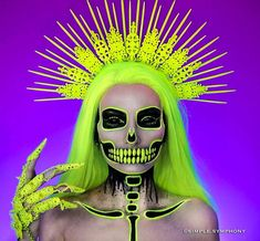 Halloween is approaching. Are you planning your scary Halloween makeup? Here's the most horrible Halloween makeup ideas. Halloween Makeup Artist, Cute Halloween Makeup, Scary Halloween, Halloween Make Up, Halloween College, Halloween Costumes, Group Halloween, Cool Skeleton, Skeleton Makeup
