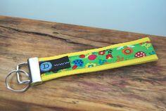 Schlüsselband gelb - bunt von DaiSign  http://de.dawanda.com/product/51174446-Schluesselband-Schluesselanhaenger-bunte-Blumen-