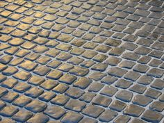 Searching for driveway pavers and driveway paving ideas with an original and striking design. Transform you driveway surfaces, with Vienna Cobble™. Cobblestone Driveway, Driveway Paving, Driveway Design, Driveway Landscaping, Patio Design, Driveway Ideas, House Design, Patio Flooring, Stone Flooring