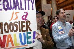 En Indiana todavía se pisotean los derechos del colectivo LGBT. Después de la negación de las tartas nupciales, los baños tabús. Raffaella Menichini | El País, 2016-11-03 http://internacional.elpais.com/internacional/2016/11/03/actualidad/1478187047_649150.html