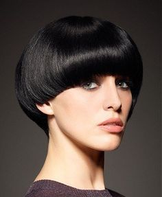 Women's haircuts trends for this season 25 Photos Without doubt, the most trendy haircut for women lately is the . Cup bowl, cut boy or square, the short cuts always look very modern for the autumn-wi. Short Wedge Hairstyles, Short Hairstyles For Women, Bowl Haircuts, Hairstyles Haircuts, Black Hairstyles, Simple Hairstyles, Latest Hairstyles, Remy Human Hair, Human Hair Wigs