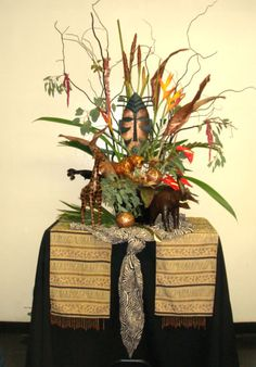 Out Of Africa Party Decor - African Jungle Party, Safari Party, Safari Theme, Hanukkah Crafts, Kwanzaa, African Party Theme, Afro Chic, Africa Decor, Out Of Africa
