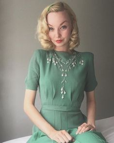 Dress closeup Silver embroidered elven green crepe dress for 's wonderful birthday party yesterday, there were port and cake, say no Look Vintage, Vintage Mode, Vintage Outfits, Vintage Dresses, 1940s Fashion, Vintage Fashion, 40s Mode, Estilo Preppy, 1940s Dresses