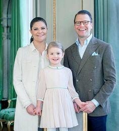 Princess Estelle's fourth birthday in Sweden -Ilta-Sanomat  Hovi julkaisi virallisen kuvan 4-vuotiaasta prinsessa Estellestä - Kuninkaalliset - Ilta-Sanomat