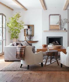 Mixing Up The Wood Tones Of Your Finishes And Furniture Creates A Cool Effortless Vibe Living Room Modernliving