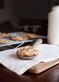 Chunky Twix Cookies by Sprinkled With Flour. www.sprinklewithf... #twix #cookies #chocolate