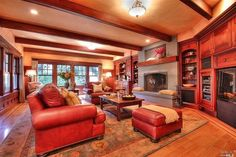 Cozy living rom with leather and wood accents