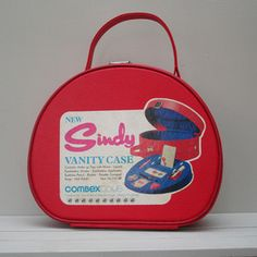 Sindy Vanity Case - adored this. Can remember the smell of it, and the feel of the gritty undissolved bath cubes.