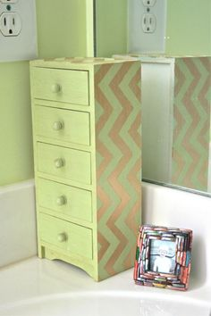 DIY chevron jewelery box.. I need to find one and I need to keep it. I have a buttload of jewelery just don't know where it is.