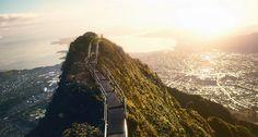 天国への階段は実在した。ハワイ、オアフ島にある禁断のトレイルスポット「ハイク・階段」 : カラパイア