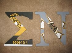 Sigma Nu painted wood letters!.....THETA THETA CHAPTER! I think this is Cantrell's? Sigma Chi, Kappa Alpha Theta, Phi Mu, Fraternity Paddles, Fraternity Letters, Fraternity Gifts, Painted Wood Letters, Greek Crafts, Cooler Painting