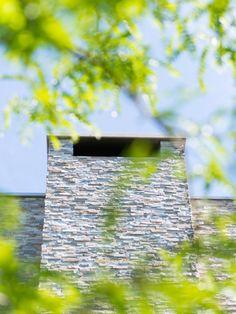 Architecture: Boxxis Architecten Photography: Buonq #Flagstonecompany #Naturalstones #Stonestrips #Home #Exterior #Villa #House #Facade #Facadedesign #Homedesign #Exteriordesign #Villadesign #Housedesign #Homeinspiration #Villainspiration #Walldecoration #Stonewall #Homedecoration #Housedecoration #Modernhome #Luxury #Architecture #Natuurstenen #Steenstrips #Exterieur #Wooninspiratie #Exterieurinspiratie #Landhuis #Wandbekleding #Stenenmuur #Gevel #Gevelstenen #Architect #Huisinspiratie Dream Houses, Home Design, Contemporary Design, Homes, Explore, Modern, Ideas, Dream Homes, Houses