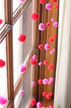 ideas de decoracion de habitaciones con pompones de colores - Buscar con Google