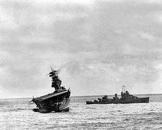 The USS Yorktown lists heavily to port after being struck by Japanese bombers and torpedo planes in the Battle of Midway on June A destroyer stands by at right to assist as a salvage crew on the flight deck tries to right the stricken aircraft carrier. Naval History, Military History, Ww2 History, Uss Yorktown, Navy Aircraft Carrier, Historia Universal, Us Navy Ships, Pearl Harbor, Submarines