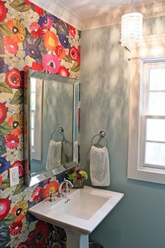 House of Turquoise: Guehne-Made blazing poppies wallpaper from anthropologie - Model Home Interior Design House Of Turquoise, Her Wallpaper, Colorful Wallpaper, Wallpaper Ideas, Bohemian Wallpaper, Wallpaper Accent Wall Bathroom, Print Wallpaper, Home Design, Interior Design