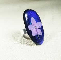 Delicate flower picked and pressed gently then embedded in resin.  A treasure to have forever https://www.etsy.com/uk/listing/294279473/electric-blue-resin-ring-statement-resin #pressedflowers #flowersdiy #resinjewelry #resin #flowers