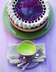Cassis-Buchweizen-Torte -  Eine cremige Torte mit schwarzer Johannisbeere für sommerliche Feste