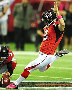Matt Bryant and other kickers this season have made 88 percent of field goal attempts, an NFL record. Semi Pro Football, Canadian Football, Best Football Team, Falcons Football, Falcons Players, Football Helmets, Nfl Kickers, Atlanta Falcons Rise Up
