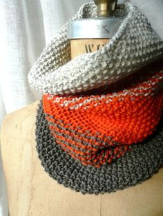 COWL ombré HAND knit would be cuter in different colors! Crochet Yarn, Knitting Yarn, Hand Knitting, Crochet Cross, Knit Cowl, Knitted Cowls, Stitch Witchery, How To Purl Knit, T Shirt Yarn