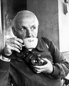 Henri Cartier-Bresson photographed by Ara Güller.