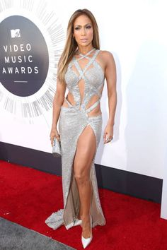 Please take a moment to obsess over Jennifer Lopez's PERFECT #VMAs dress.