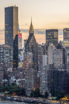 Midtown Manhattan from Roosevelt Island by Julienne Schaer for NYCgo - New York City Feelings