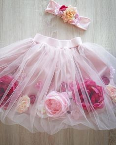 Floral girl's skirt Pink floral skirt for girls. Birthday party outfit with flowers.Romantic dress for girls, twirl flower skirt. - - Floral girl's skirt Pink floral skirt for girls. Birthday party outfit with flowers.Romantic dr Source by Birthday Party Outfits, 1st Birthday Girls, Flower Skirt, Flower Dresses, Baby Tutu, Baby Dress, Baby Skirt, Tulle Skirt Kids, Little Girl Dresses