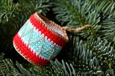 Zoomsnoren: DIY: Hæklet tromme - free Christmas drum ornament pattern in Danish.