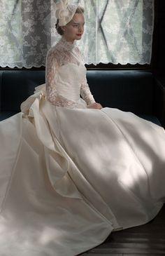 ハイネック・ロングスリーブの美しいネオクラシカルドレス♪ ♡ラグジュアリーな花嫁衣装ウェディングドレスまとめ参考一覧♡