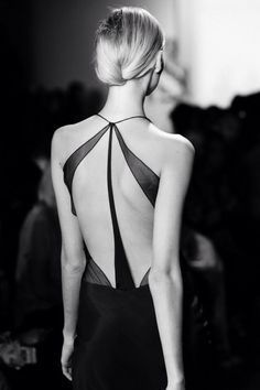 Black lines tracing her back. via Milk Made, Runway Images: Sophie Theallet. Fashion Week, Look Fashion, Fashion Details, High Fashion, Womens Fashion, Fashion Design, Fashion Trends, Latest Fashion, Fashion Ideas