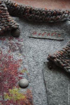Купить или заказать Валяная куртка Что такое осень в интернет-магазине на Ярмарке Мастеров. Уютная валяная курточка на кнопках с вязаными рукавами и воротником подарит вам комфорт в носке и гарантирует внимание окружающих. Рисунок на валяном полотне создан при помощи красивого принта на ткани, пряжа для вязаных рукавов и воротника самолично спрядена мною на прялке именно для этого проекта, цельноваляные кармашки для придания непринужденной позы в наличии, планка под кнопками укр…
