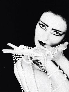 No tears for the creatures of the night. Siouxsie Sioux, Siouxsie & The Banshees, Late 80s Music, 80s Goth, Alternative Rock Bands, Music Icon, Indie Music, Cinema, Ice Queen