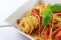 spaghetti with pesto and tomatoes