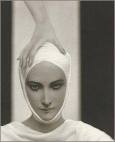 Elizabeth Arden advertisement, 1927  Baron Adolph de Meyer