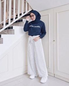 Fashion Outfits Hijab Casual Ideas Source by Outfits hijab Hijab Fashion Summer, Modern Hijab Fashion, Street Hijab Fashion, Hijab Fashion Inspiration, Muslim Fashion, Fashion Outfits, Trendy Fashion, Ootd Fashion, Fashion Muslimah