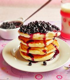 Swedish Pancakes - Clatite pufoase - Dulciuri fel de fel - Cele mai bune si pufoase Swedish Pancakes, Buttermilk Pancakes, Crepes, Blueberry Compote, Yummy Food, Sweets, Breakfast, Culture, Morning Coffee