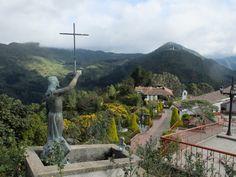 Au terme d'un long chemin de croix, Jésus veille sur Bogota…