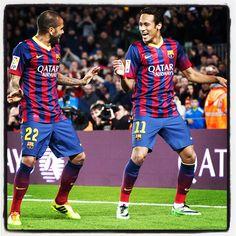 Neymar Jr celebra su gol con Dani Alves