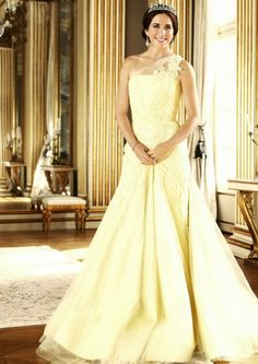 Crown Princess Mary wears an Alex Perry gown in the Great Hall