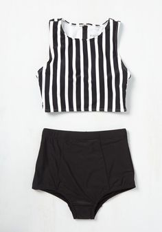 Set and serve some stellar style by striking up a beach volleyball game in this top! Bedecked in black and white stripes, intersected by a black zippered neckline, this athletic piece will keep you looking extra cool as you score the winning spike! Summer Bathing Suits, Vintage Bathing Suits, Cute Bathing Suits, Bikini Sets, The Bikini, Bikini Beach, Sexy Bikini, Summer Wear, Summer Outfits