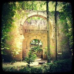 Puerta de  Bibarrambla, bosque de La Alhambra